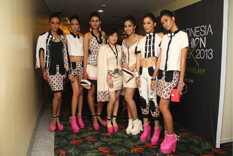 Ninette (middle) as one of designer at Indonesia Fashion Week 2013